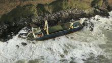Nave fantasma nell'Atlantico si arena in Irlanda