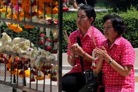 Well-wishers wear pink shirts as they pray for Thailand's King Bhumibol Adulyadej at Siriraj Hospital in Bangkok, Thailand, October 11, 2016. REUTERS/Chaiwat Subprasom
