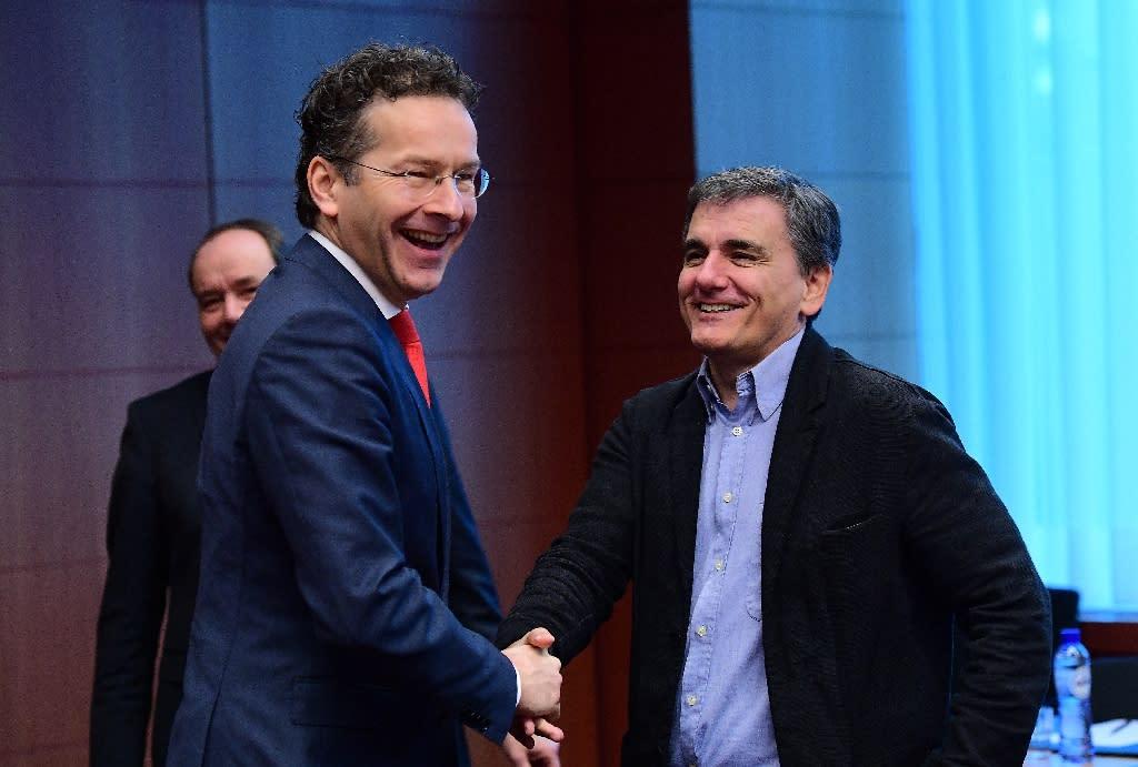 Eurogroup President and Dutch Finance Minister Jeroen Dijsselbloem (L) and Greece's Finance Minister Euclid Tsakalotos speak together ahead of a Eurogroup finance ministers meeting at the European Council in Brussels, on December 5, 2016 (AFP Photo/EMMANUEL DUNAND)