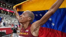 Rojas sets world record to win triple jump