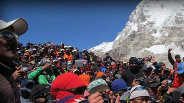Everest excursions canceled after avalanche