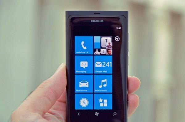 Nokia promises tethering for Lumia 800, points finger of blame at FCC