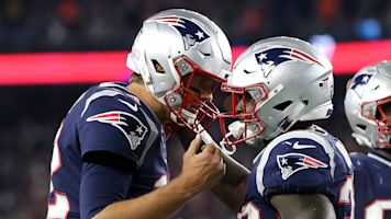 Patriots hand Chiefs first loss in wild shootout