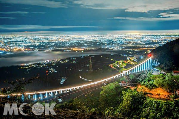 太平雲梯吊橋點燈秀 (圖片提供/molly888666)