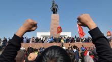 Au Kirghizstan, des manifestants envahissent le siège du pouvoir et libèrent l'ex-président