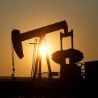 Crude rises slightly despite oversupply fears