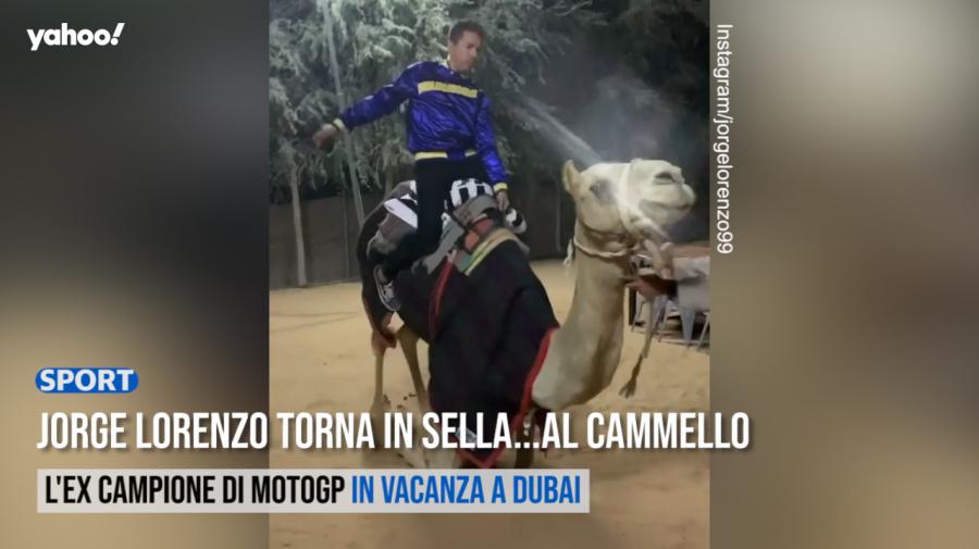Jorge Lorenzo torna in sella...al cammello