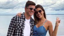 Ex-BBB Manoel vai a Manaus visitar Vivian e conhece a sogra