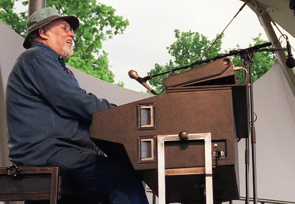 Jazz organist Eddy Louiss performs on the stage of the floral park in Vincennes, during the 9th edition of the Paris Jazz Festival on May 18, 2002
