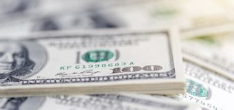 經濟學家:美元明年底崩盤機率達50%