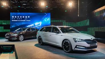 全新 Škoda Superb 改款上市,年底前 119.9 萬起免費升級智慧頭燈