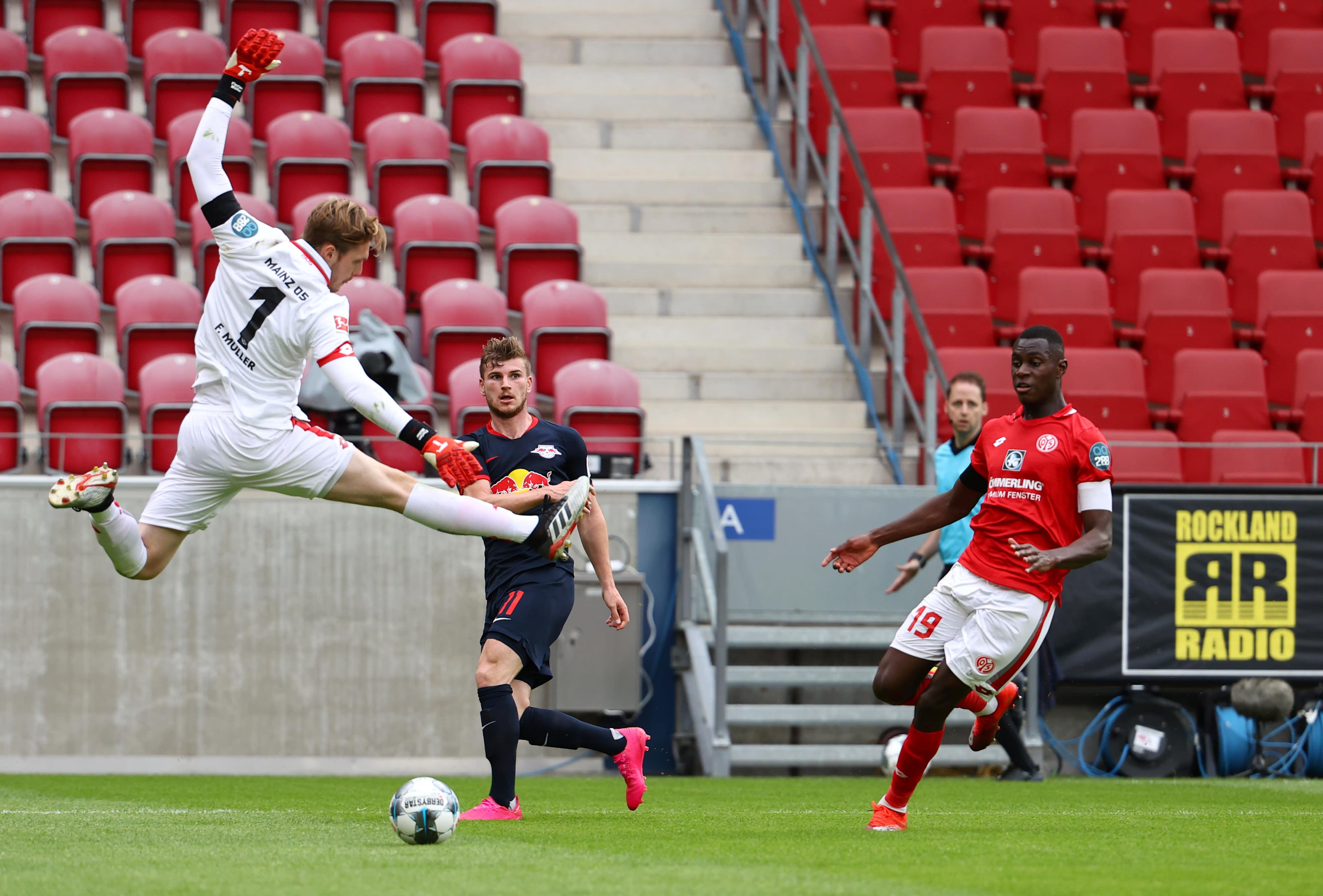 Bundesliga Rb Leipzig Sweeps Mainz 13 0 Could Challenge For Title