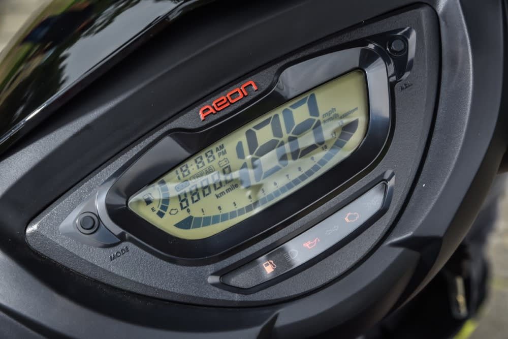 全液晶LCD 數位儀表板。