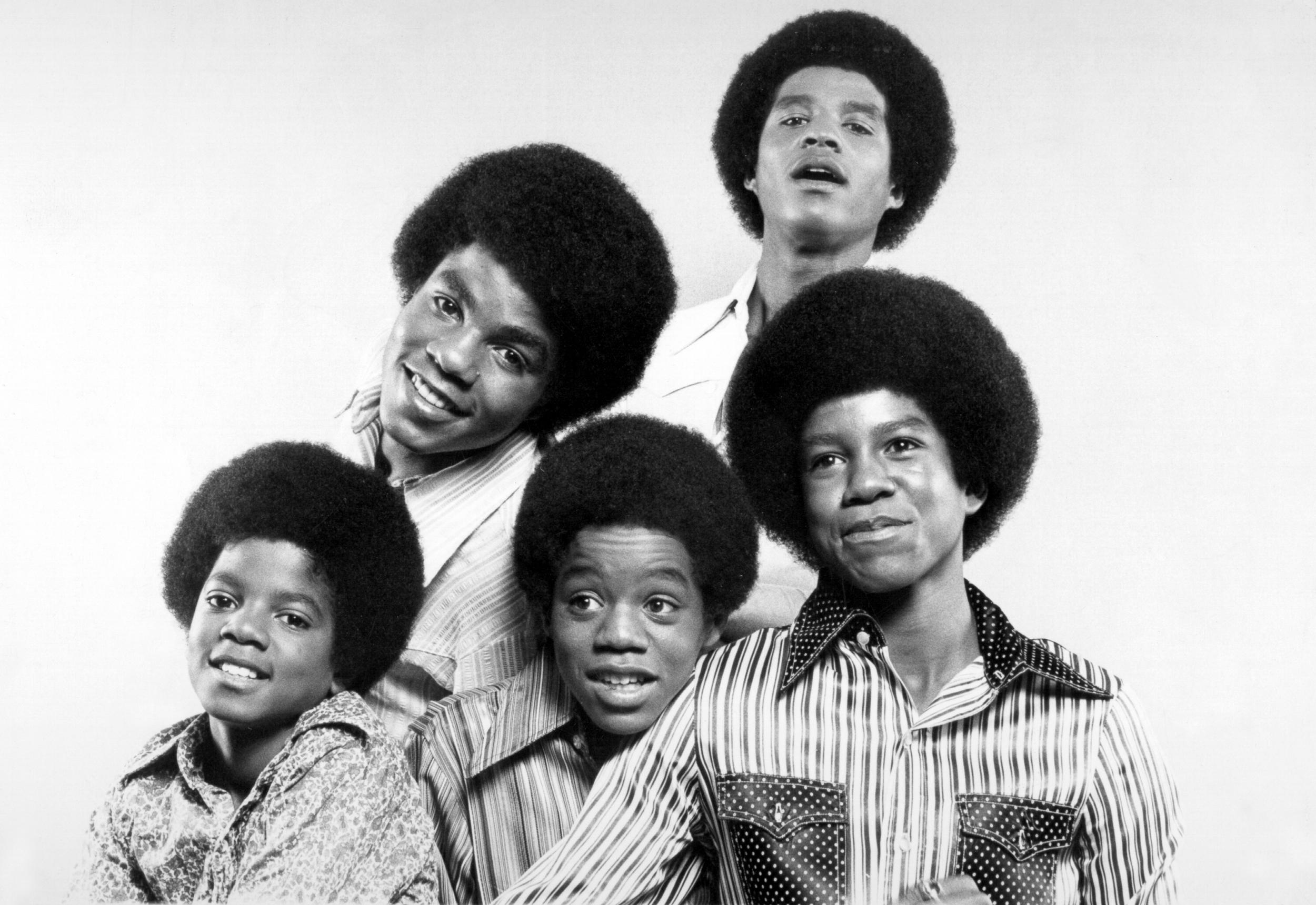 CIRCA 1969:  R&B quintet 'Jackson 5' pose for a portrait in circa 1969. Clockwise from bottom left: Michael Jackson, Tito Jackson, Jackie Jackson, Jermaine Jackson, Marlon Jackson. (Photo by Michael Ochs Archives/Getty Images)