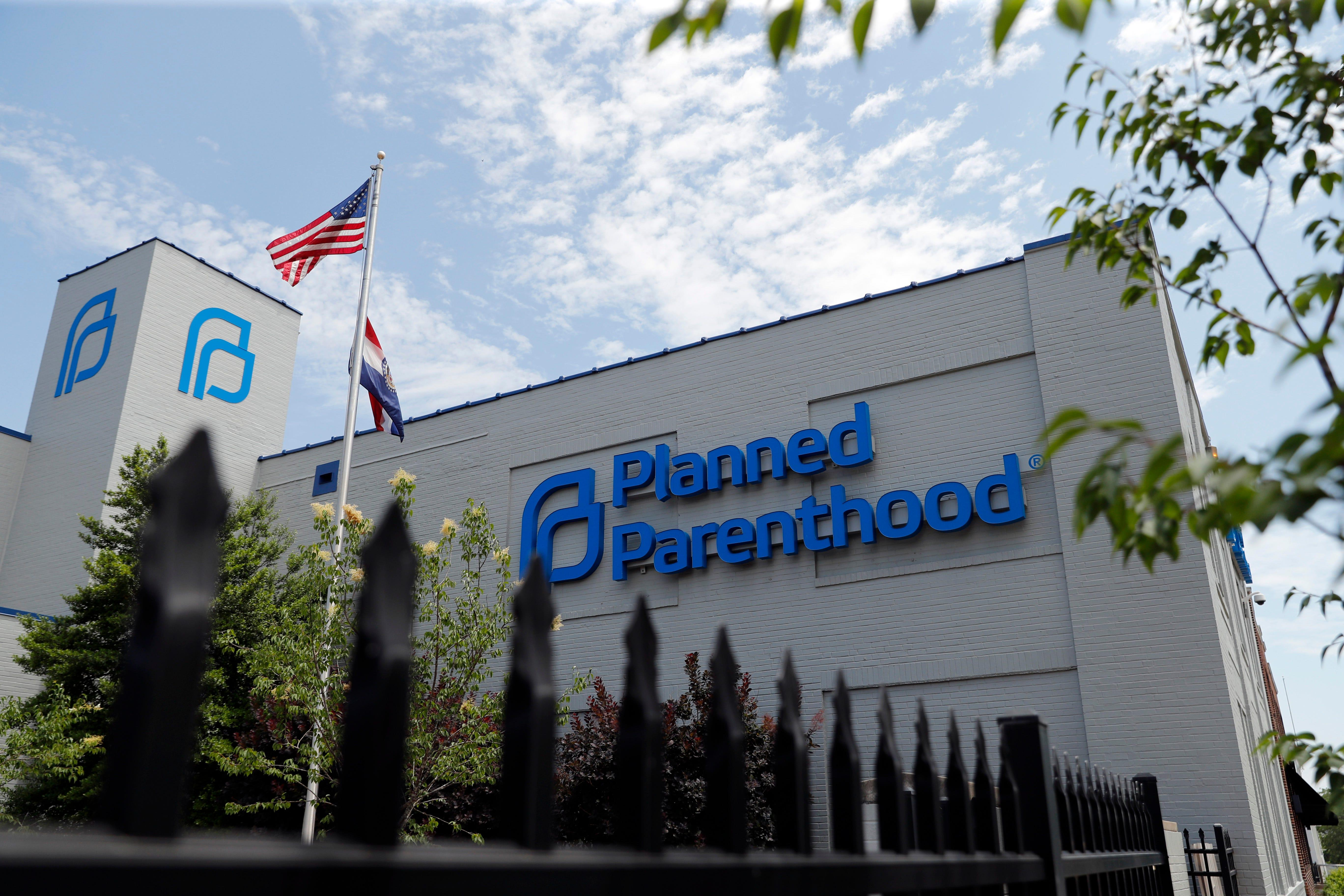 After yearlong fight, Missouri's lone abortion clinic gets its license renewed