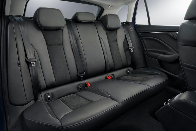Scala 4362/1793/1471mm車身尺碼與2649mm軸距,不論車室空間擁有寬敞環境連同置物容積也有467~1410公升表現。