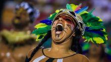Crítica das ruas invade a avenida e Carnaval será o mais político de todos os tempos