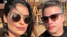 Marido de Munik Nunes a repreende por querer fazer topless na Grécia