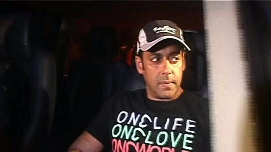 Salman Khan Visits Sanjay Dutt One Last TIME