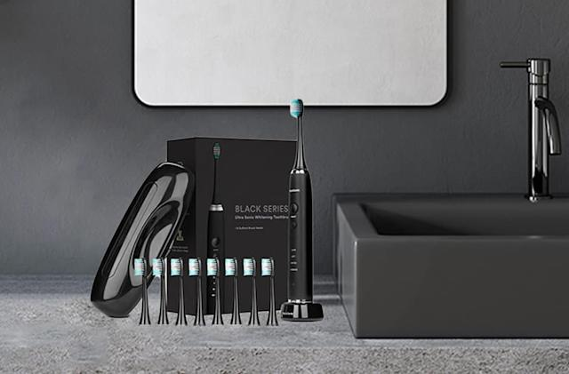 Score the $140 AquaSonic toothbrush at a Black Friday price