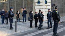 """""""Gilets jaunes"""" : deux femmes ont-elles été verbalisées parce qu'elles avaient un tract et un autocollant de La France insoumise ?"""
