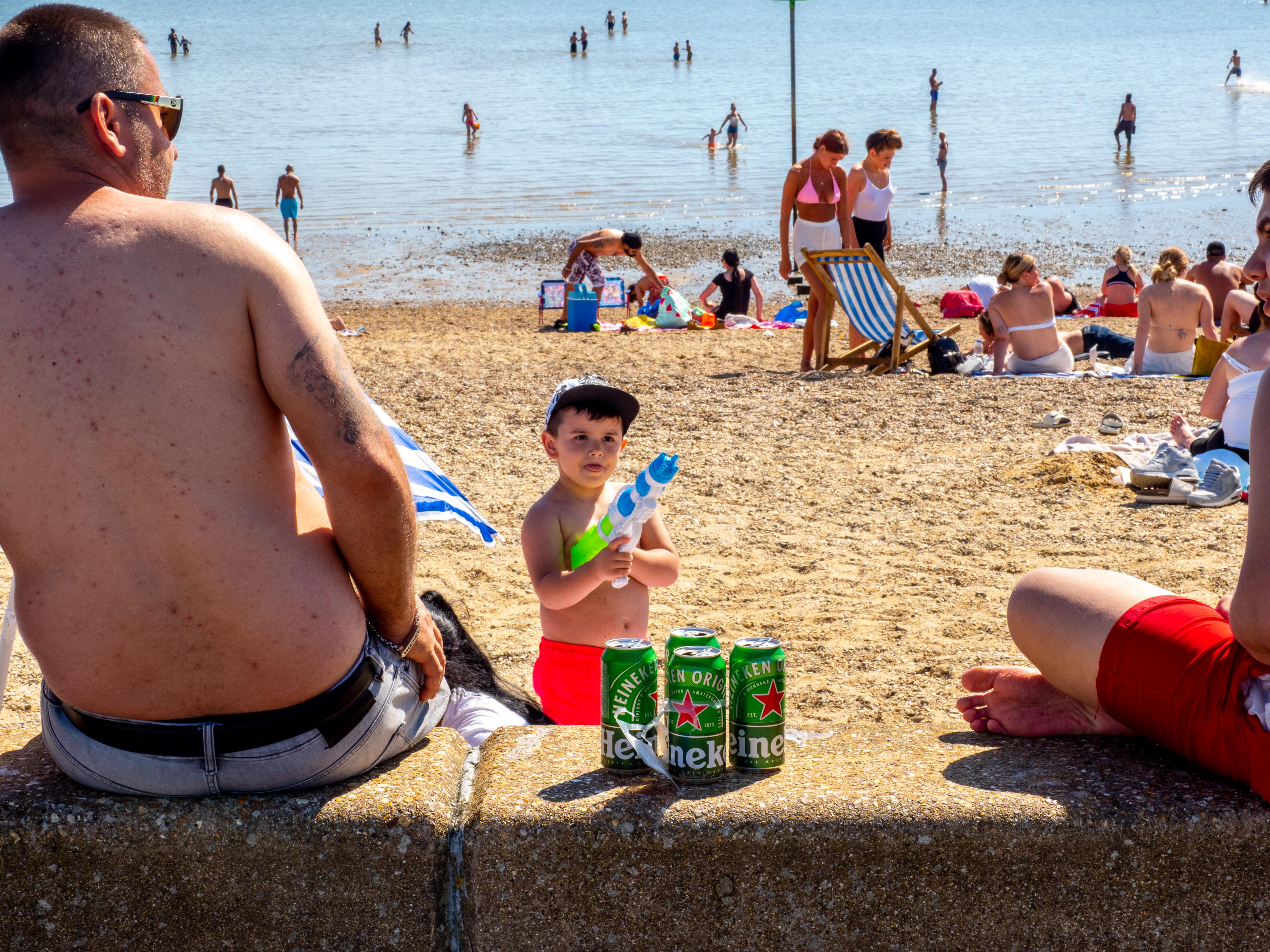 VÍDEO | Una playa al este de Londres, abarrotada en plena pandemia del coronavirus