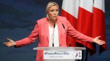 """Rassemblement national: pour sa rentrée politique à Fréjus, Marine Le Pen estime que """"la barbarie s'installe"""" et étrille Eric Dupond-Moretti"""