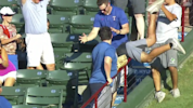 Yankees fan makes amazing catch of HR ball