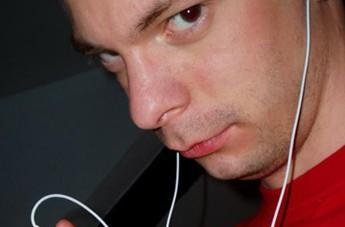 Scammer shuffles Apple out of 9,000 iPods