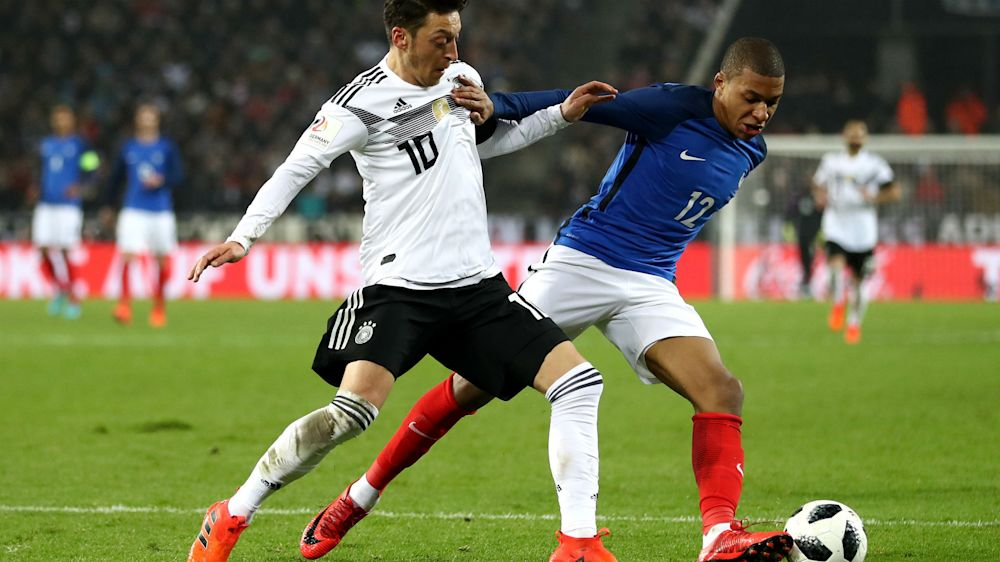 Allemagne-France - Lacazette et Mbappé en leaders, Rabiot encore en dessous : les notes des Bleus