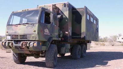 Este camión militar ahora es una casa sobre ruedas, estilo motorhome