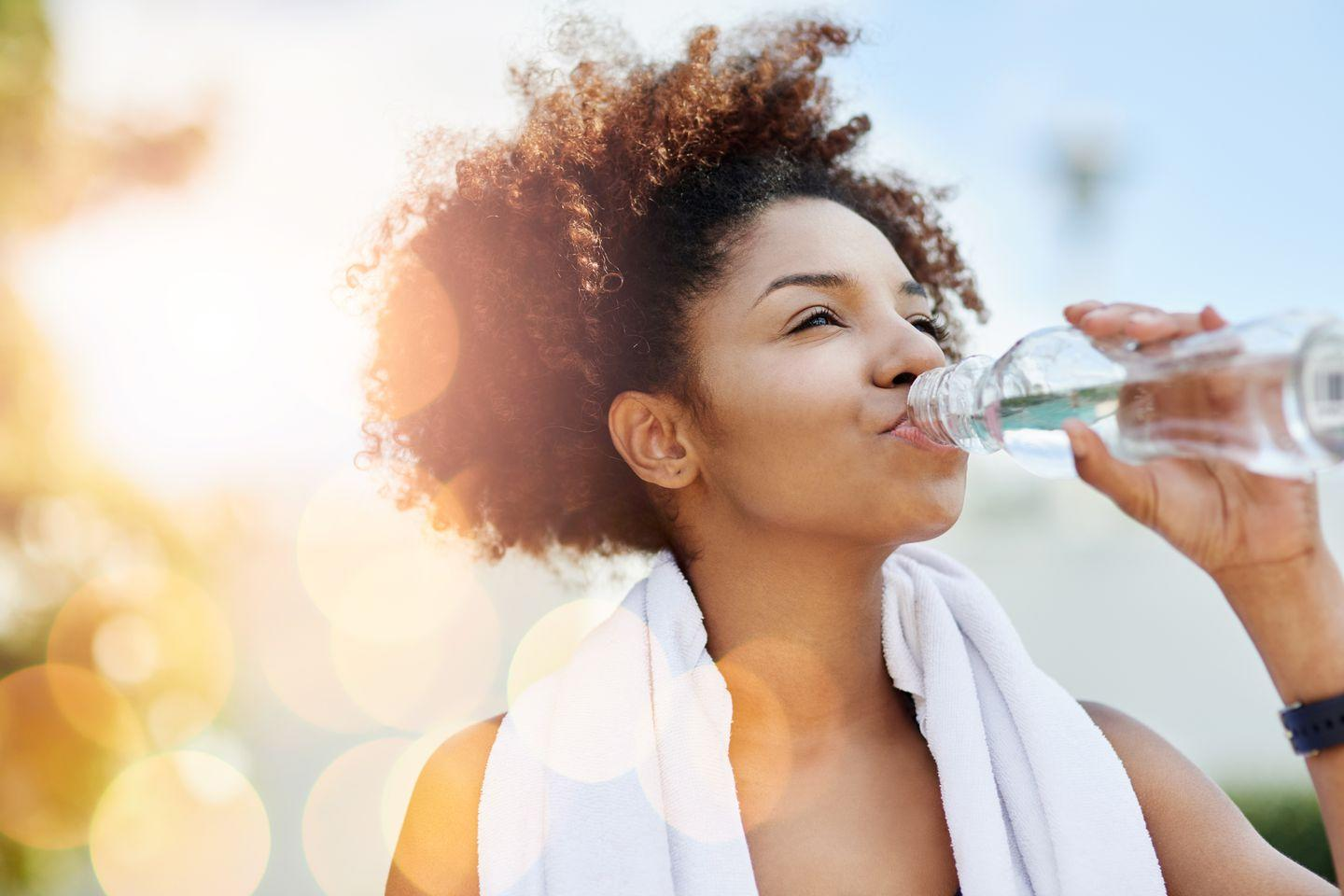 "<p>It sounds counterintuitive, but yes, you should<a href=""https://www.redbookmag.com/body/healthy-eating/a38597/water-myths/"" rel=""nofollow noopener"" target=""_blank"" data-ylk=""slk:drink more water"" class=""link rapid-noclick-resp""> drink more water</a> to get rid of water weight. It's especially good if you're using H2O to replace sugary sodas, juices, and alcoholic beverages, seeing as none of the above help you lose water weight, Dr. Tara says. Plus, researchers have found that <a href=""https://www.ncbi.nlm.nih.gov/pubmed/14671205"" rel=""nofollow noopener"" target=""_blank"" data-ylk=""slk:drinking two liters of water"" class=""link rapid-noclick-resp"">drinking two liters of water</a> can impact your estimated daily energy expenditure by 95 calories, meaning it helps <a href=""https://www.womansday.com/health-fitness/nutrition/g1087/how-to-speed-up-your-metabolism/"" rel=""nofollow noopener"" target=""_blank"" data-ylk=""slk:boost your metabolism"" class=""link rapid-noclick-resp"">boost your metabolism</a> and aids in <a href=""https://www.womansday.com/health-fitness/g5/10-incredible-weight-loss-transformations-99576/"" rel=""nofollow noopener"" target=""_blank"" data-ylk=""slk:weight loss"" class=""link rapid-noclick-resp"">weight loss</a>. </p>"