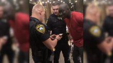 Mort de George Floyd : un agent afro-américain du FBI a-t-il été arrêté par erreur par des policiers blancs ?