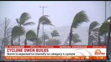 Crews cleanup in Sydney as cyclone threatens Queensland