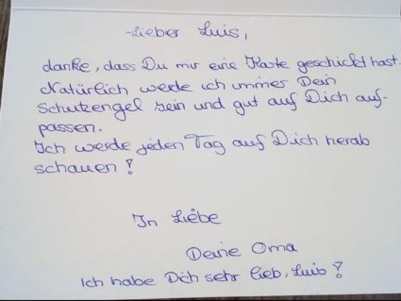 Rührend: Enkel verschickt Postkarte an tote Oma - und