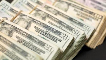 Dollar hurt by US shutdown fears