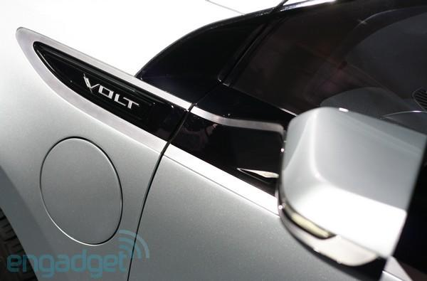 Engadget test drives the Chevy Volt (video)