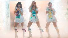 Lily James lo da todo con el 'When I kissed the teacher' de ABBA (Videoclip)