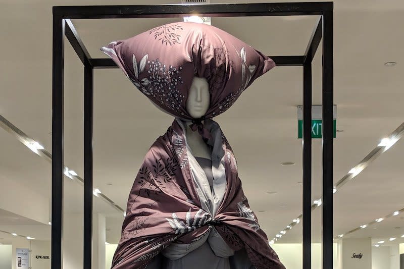 Mannequin at Robinsons department store goes viral for kooky styling, looks a little bit like a Samsui woman