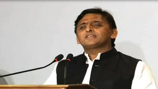 Akhilesh distributes 8,000 laptops to Ghaziabad students