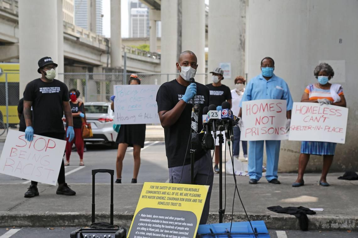 Miami police oversight panel: Sergeant had no reason to handcuff Black doctor outside his home