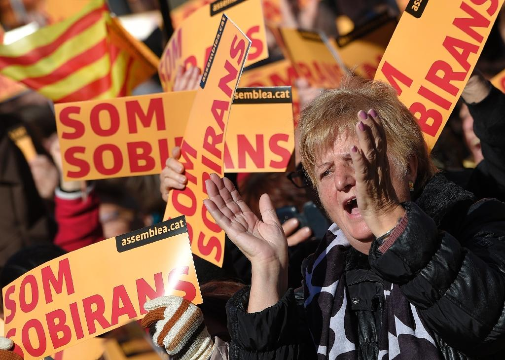 "Demonstrators in favour of Catalan independence protest with banners reading ""we are sovereign"" in Barcelona on November 22, 2015 (AFP Photo/Lluis Gene)"