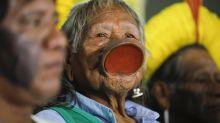 """Raoni diz que Bolsonaro mentiu na ONU: """"Fazendeiros botam fogo no planeta"""""""