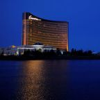 Wynn Resorts in talks to sell $2.6-billion Massachusetts casino to MGM