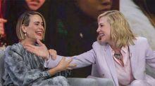 Mira a Cate Blanchett y Sarah Paulson partiéndose de risa y arruinando una entrevista en pleno directo