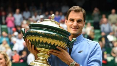 Roger Federer warms up for Wimbledon by beating Alexander Zverev to win record ninth Gerry Weber Open title