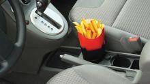 El invento que faltaba: soporte de patatas fritas para el coche