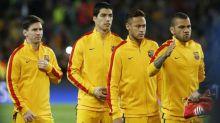 Com Neymar e Dani Alves na lista, ex-jogadores do Barcelona detonam atual diretoria em post de Messi para Suárez