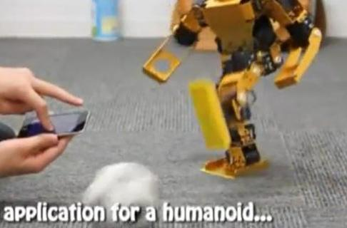 Walky robot understands iPhone gestures, football fanaticism (video)