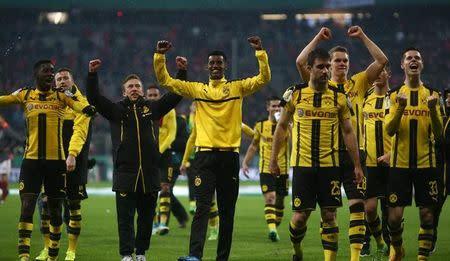 Jogadores do Borussia Dortmund comemoram após o jogo